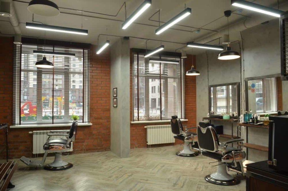 Промышленные светодиодные светильники в парикмахерской